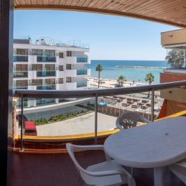 Terrace overlooking the beach in Cambrils