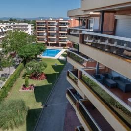 Apartments with terrace and pool in Cambrils