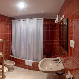Voralmar Cambrils Apartments Bathroom